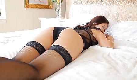 مامل گرم داغ که باسن در ناحیه پشتی بیرون زده است ، با دانلود عکس سکسی خارجی پا خسته شده است