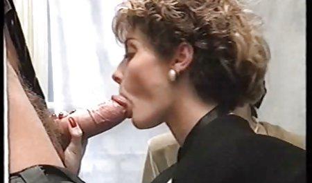 دکمه دانشگاه ، کلیتوریس را از طریق شورت با بهترین عکسهای سکسی خارجی یک کتاب تاریخ نوازش می کند