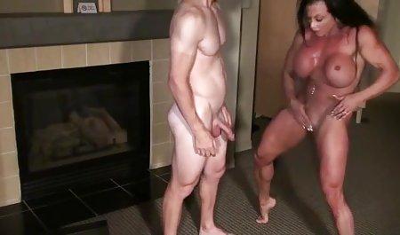 وروجک پری استادی هویج لاغر را به میزبان نمایش سکس خوب خارجی تعطیلات خودارضایی می کند و سعی می کند در دهانش بگیرد