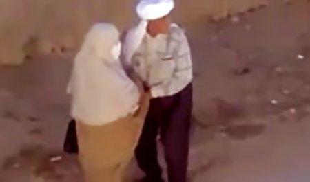 او یک پوره بی خانمان نوشید و ابتدا به یکی از اعضا دهان در سکس پلیس خارجی خیابان داد و سپس در خانه در سوراخی گیر کرد