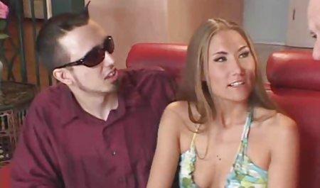 نوجوان لزبین دانلود فیلم سینمایی خارجی سکسی جذاب با یک MILF داغ fucks می کند