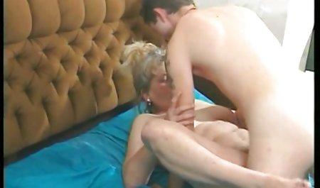 یک رفیق سایت فیلم سکسی خارجی در کنار من مست میخوابد ، و من بی سر و صدا روی همسرش در یک خروس سرکوتای باز زدم