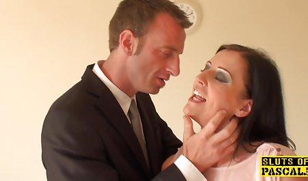 دختر نوک سینه ها را محکم بسته دانلود بهترین فیلم سکسی خارجی و خم می کند