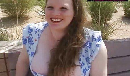 فاحشه شهوت انگیز با موهای فرفری روی سوراخ است و با یک بیدمشک خشن می دانلود سکس خارجی نشیند