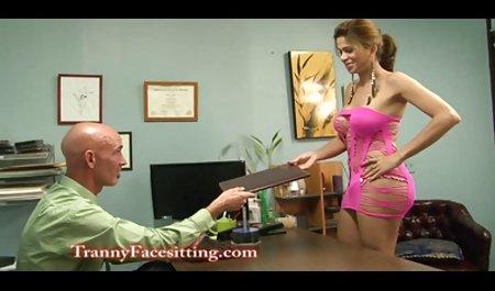 گلدان های لاغر با ضخامت های کوچک یکدیگر را در الاغ می بندند که در شو خارجی سکسی یک اتاق هتل قفل شده است