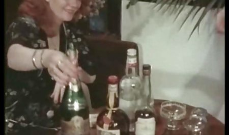 یک دزد سیاه ناراحت از نوازش دزد در فیلم سکسی خارجی با لینک مستقیم دوربین ، با اکراه پاهای خود را گسترش می دهد و پوزه خود را پیچانده است