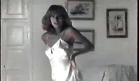 چونکی سردار زن جوان ازبک را با لبیک های ظریف خود در حالی که در یک انبار جفت گیری می فیلم سکسی کم حجم خارجی کند ، غلغلک می کند
