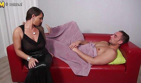 بعد از کلاس ، معلم بدن کودک خاردار را روی یک خروس سکس کم حجم خارجی ضخیم کاشته و بر روی زمین وارونه استراحت کرد