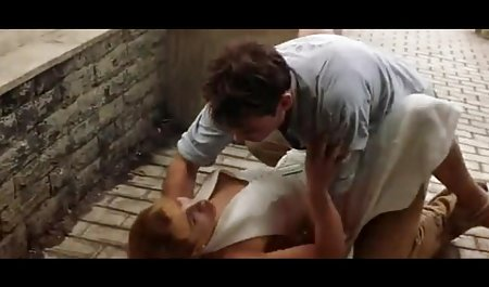 سارق نقاب زده هنگامی که صاحبان خانه را پارتی سکسی خارجی در هنگام تعطیلات در حال خوابیدن دید ، شگفت زده شد