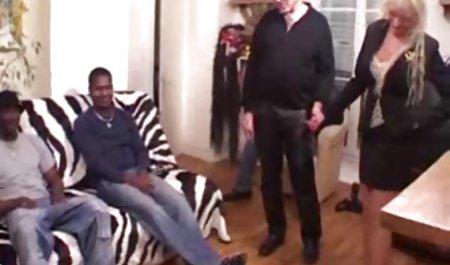 شافت بلند یک عضو سکس باکیفیت خارجی سوراخ مقعد یک خانم جوان آلمانی را در تمام چهار چهارراه به بالای صفحه حفر می کند