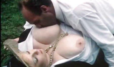 ناپدری فیلم سکس خارجی جذاب ، ناپدری را پیدا کرد که در حال استمناء است و او او را مکید تا او به مادر نگوید
