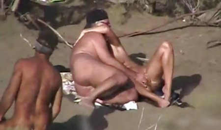 نوازش ملایم با زبان در نزدیکی کلیتوریس کوچک ، که سر را از یک بیدمشک هنگام cunnilingus نشان می سکس کون گنده خارجی دهد