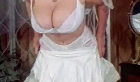 لیبرتین در یک کت سفید دانلود فیلم سکسی بازیگران خارجی ، گربه یک بیمار جوان را با دیک لاستیکی می پوشاند